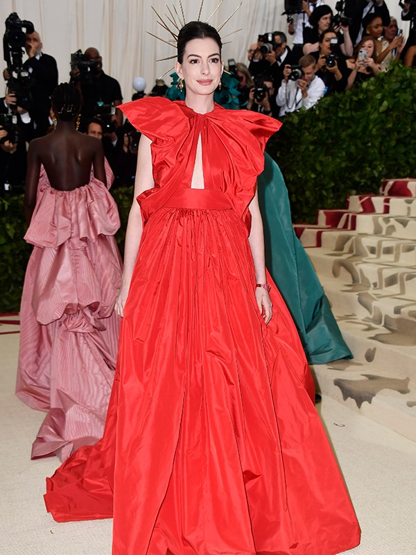 Actress Anne Hathaway got the red memo - she looks gorgeous!