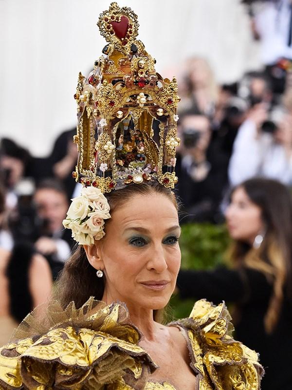That crown is a masterpiece!