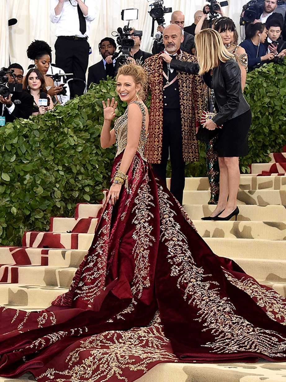 Blake Lively waves to fans like the red carpet queen she is!