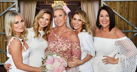 Exclusive Pictures Lisa Curry Weds Elvis Entertainer Mark Tabone Australian Women S Weekly