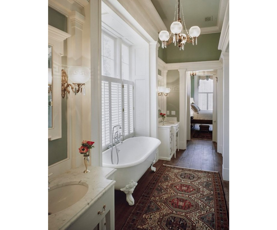Just one of the many bathrooms in the home. *Image: Engel & Völkers.*
