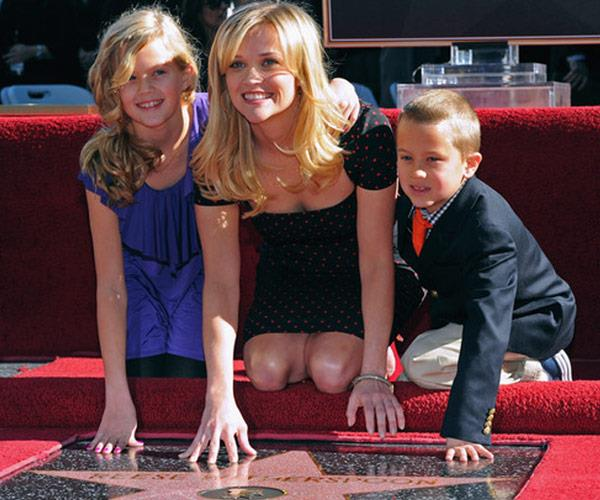 Reese was joined by her kids when she received her Hollywood star back in 2010.