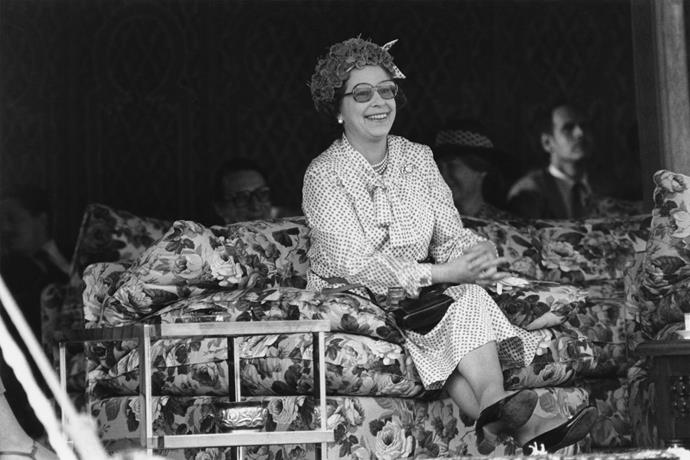 Queen Elizabeth II waits for King Hassan in Marrakech in fashionating style during her state visit to Morocco in 1980.