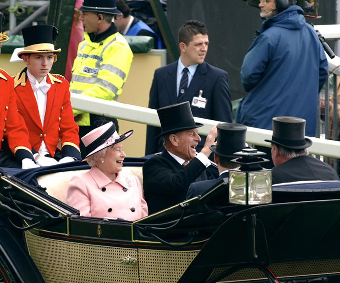 The Queen and her husband had a jolly good laugh in 2005, looks like the guy at the back could do with one too.