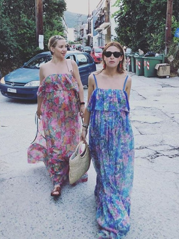 Friends who have babies together, dress together! Kate and her pregnant pal, stylist Jamie Mizrahi, wore matching floral dresses for a day of shopping.