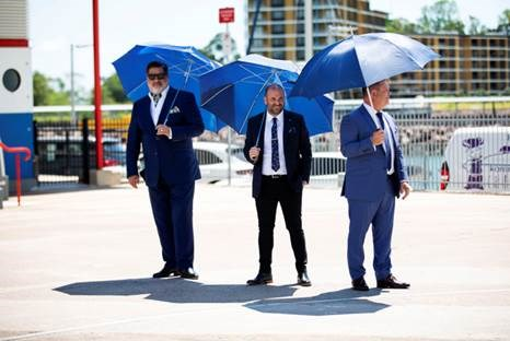 Wearing suits in 37°C heat only turned the fluster factor up a notch.