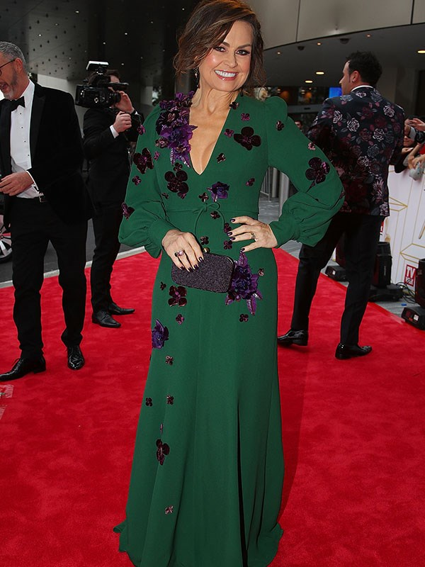 Lisa Wilkinson is all style and class in this beautiful green-and-floral red-carpet dress. And can you guess which TV chef is going with the flower theme in the background of this pic? It's Miguel Maestre!