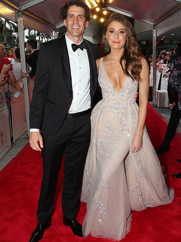 Sleek, chic and sophisticated, Andy Lee and his long-term partner Rebecca Harding appear as if they're rocked at the Oscars in the couture-looking get-ups. Love.