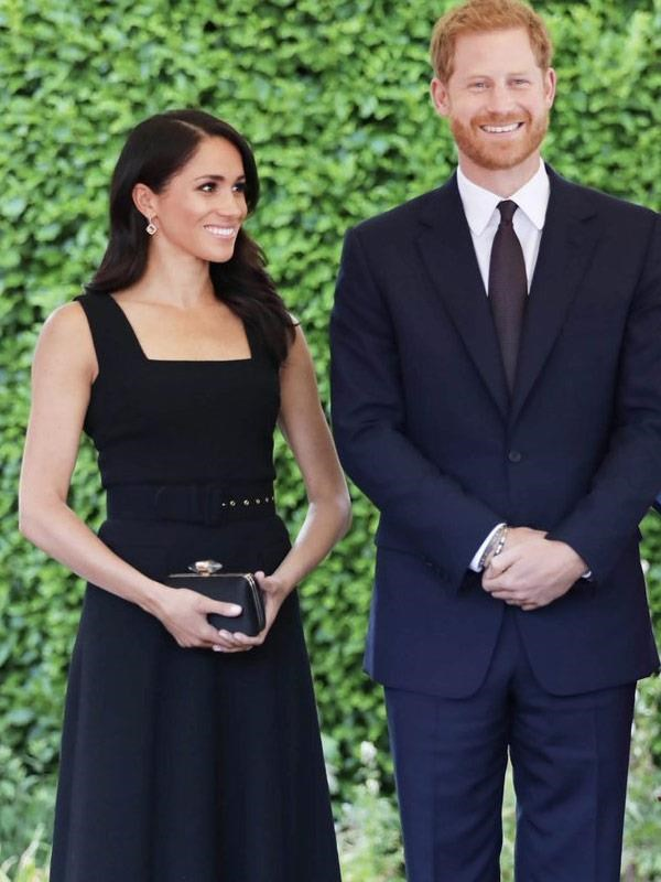 Meghan surprisingly reconciled with Emilia Wickstead, after her comments regarding the wedding dress, for her second look in Ireland wearing a custom dress by the British designer. Meghan paired the sleeveless fitted black dress with Birks Citrine Diamond Drop earrings Aquazurra pumps (the same brand she wore to her wedding), and a clutch by Givenchy.