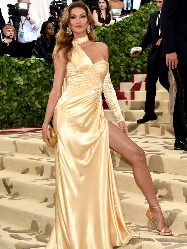 Legs for days! Gisele Bündchen's trainer shares how to kick your way to lean pins in just 3 minutes!