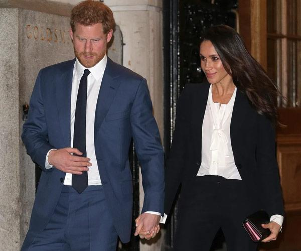 In fact, the Duke and Duchess of Sussex cannot help but hold onto each other.