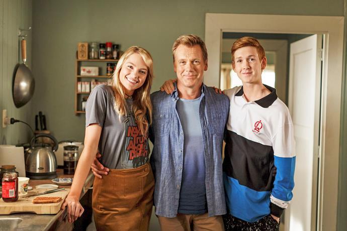 Melina Vidler, Erik Thomson and Benson Jack Anthony star in *800 Words*.