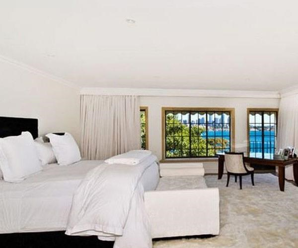 And it has an eye-watering *six* bedrooms. *(Above images/LJ Hooker Double Bay)*