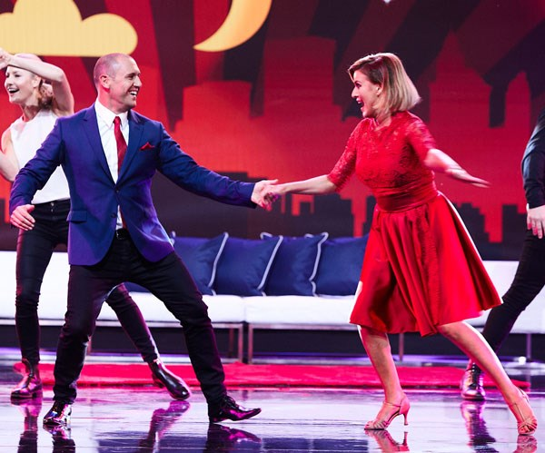 Kylie and Larry steal the show with a Singin' In The Rain inspired routine.