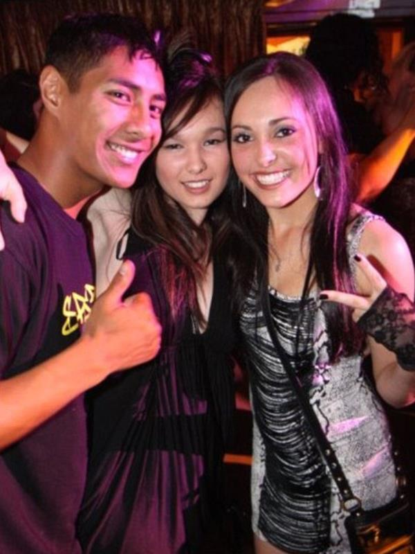 Vanessa pictured sandwiched by two of her pals back in 2009.