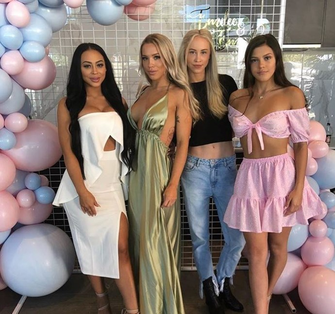 (from left to right) Emilee Hembrow, Tammy Hembrow, Amy Hembrow and Starlette Hembrow *Image credit: Instagram*
