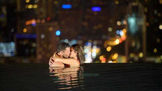 The two shared a steamy smooch in Singapore.