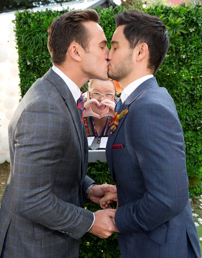 Aaron and David tie the knot on *Neighbours.*