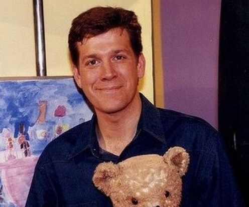 Rhys Muldoon has been a presenter on *Play School* since 1999. The film, TV and theatre actor has had a successful career in shows like the *Secret Life of Us* and also *The Genie from Down Under* (a hit series from 1996-1998).