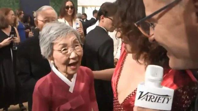 Sandra Oh's parents accompanied her on the red carpet at the Emmys 2018 and we are smitten.