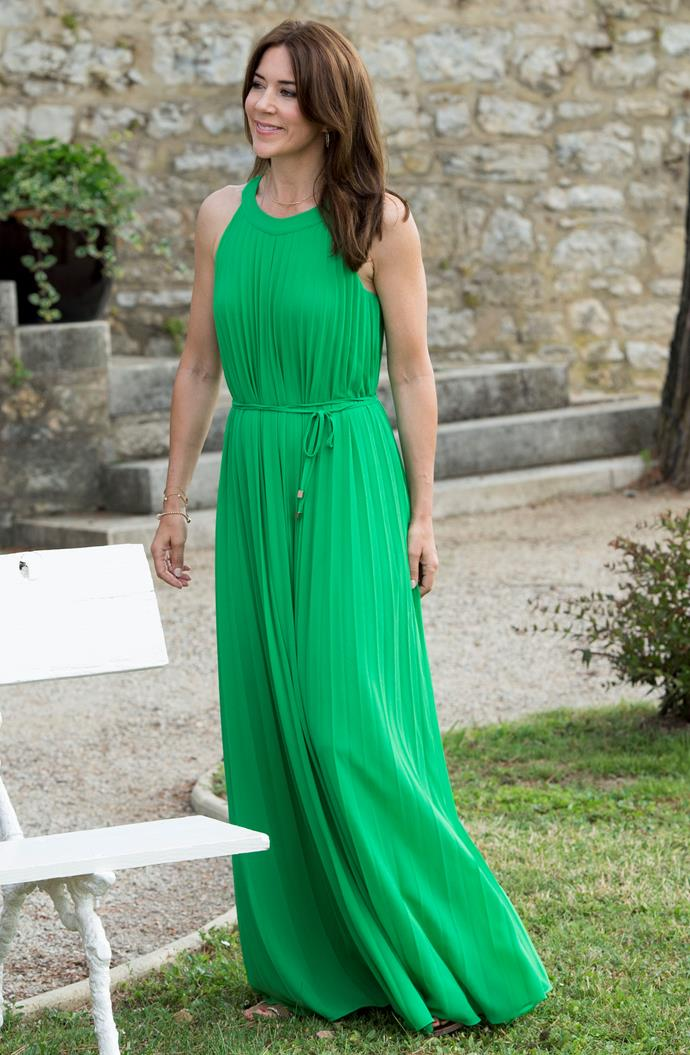 **June 2014, Luzech** <br><br> This stunning emerald gown gives us all the holiday vibes.