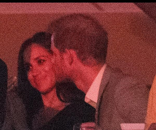Harry gave Meghan a quick kiss on the cheek during the 2017 Invictus Games closing ceremony.