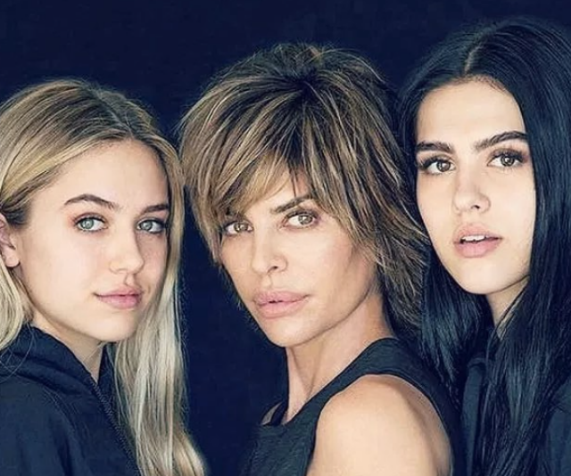 "Real Housewife and Actor, [Lisa Rinna](https://www.nowtolove.com.au/beauty/makeup/lisa-rinna-10-years-older-yet-exactly-the-same-20825|target=""_blank"") wished daughters, 20-year-old Delilah Hamlin and 17-year-old Amelia Hamlin ""Happy National Daughters Day!"""