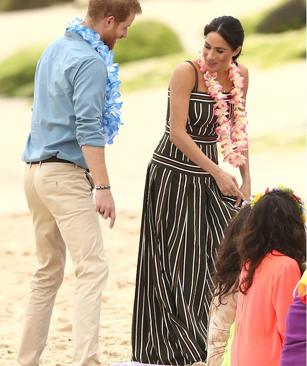 The pair joined an 'anti bad vibes' circle on the beach - so zen! *(Image: Getty Images)*