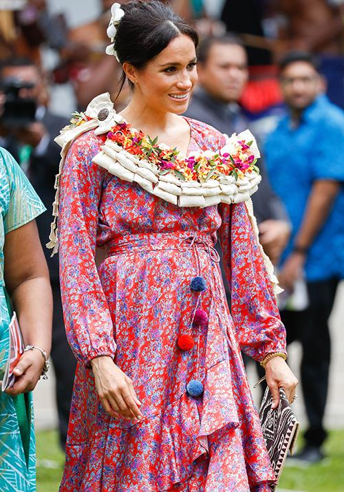 On their arrival, the Duke and Duchess were presented with traditional flower-adorned Fijian leis. *(Image: Getty Images)*
