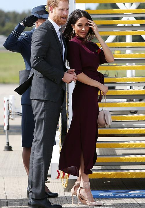 Bye for now Sydney! The royals looked dressed for action as they jetted off to New Zealand in the last stop of their 16 day tour. *(Image: Getty Images)*
