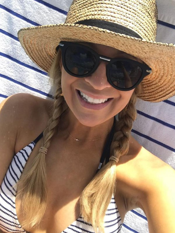 Carrie Bickmore knows how to stay sun safe. *(Image: Instagram @bickmorecarrie)*