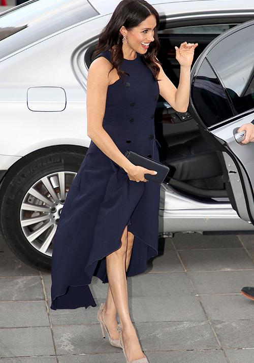 Talk about a way to make an entrance! Meghan looked gorgeous in a deep navy blue Antonio Berardi dress for an event at the Auckland War Memorial Museum on Tuesday evening. *(Image: Getty Images)*
