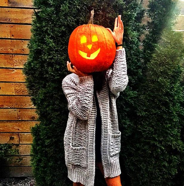 Meghan strikes her best pumpkin pose! But was Prince Harry the man behind the camera? The timeline certainly matches up! *(Image: Meghan Markle Instagram)*