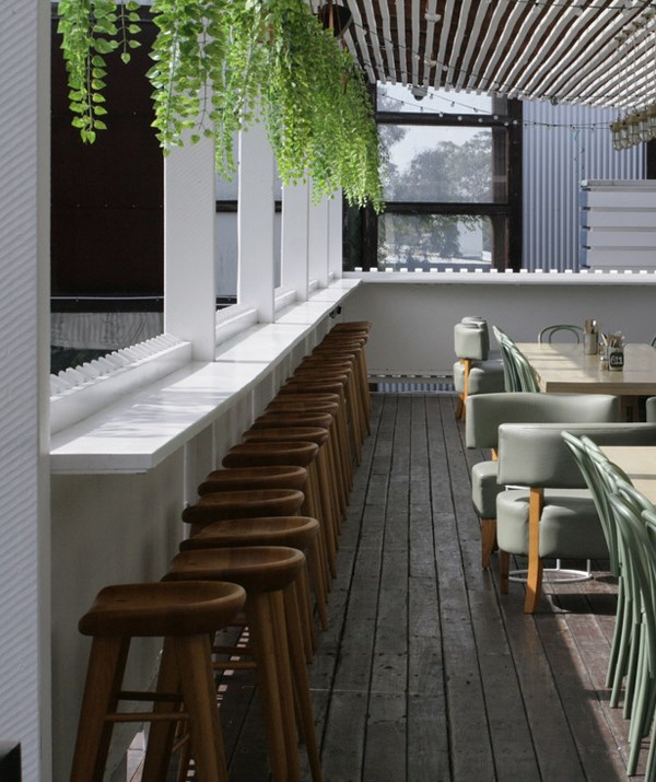Lots of greenery and al fresco drinking make The Fiddler a great child-friendly space. *(Image: Little Munch)*
