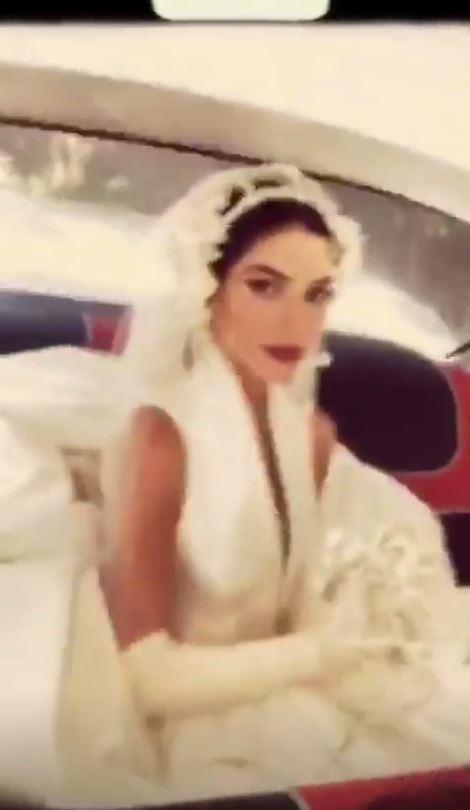 Lisa Origliasso in the back of her wedding car, looking like Spanish royalty! *(Source: Instagram/lisa_veronica)*
