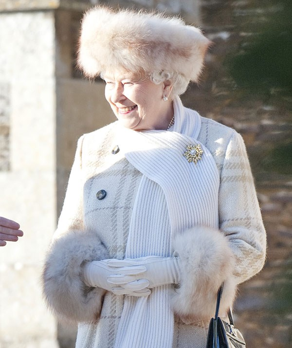 Queen Elizabeth wins Christmas in this timeless look!