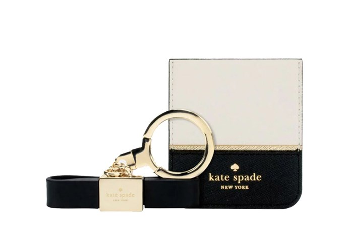 """[Kate Spade charging gift set](https://www.theiconic.com.au/gift-set-bow-keychain-cable-sticker-pocket-654297.html