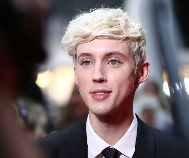 South African-born Australian singer Troye Sivan is picture perfect as he arrives on the red carpet. *(Image: Getty)*