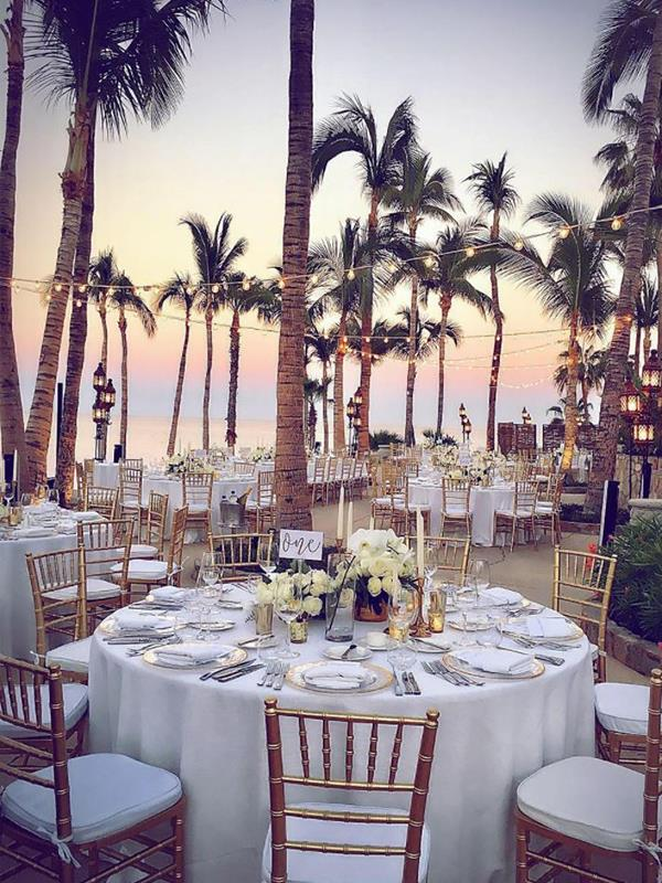 Family and friends will enjoy canapes and a formal dinner on the beach. *(Image: Instagram @oneandonlypalmilla)*