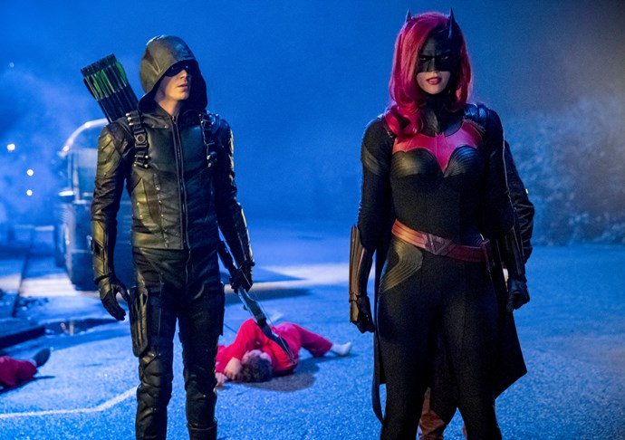 Batwoman fighting the bad guys with Arrow.