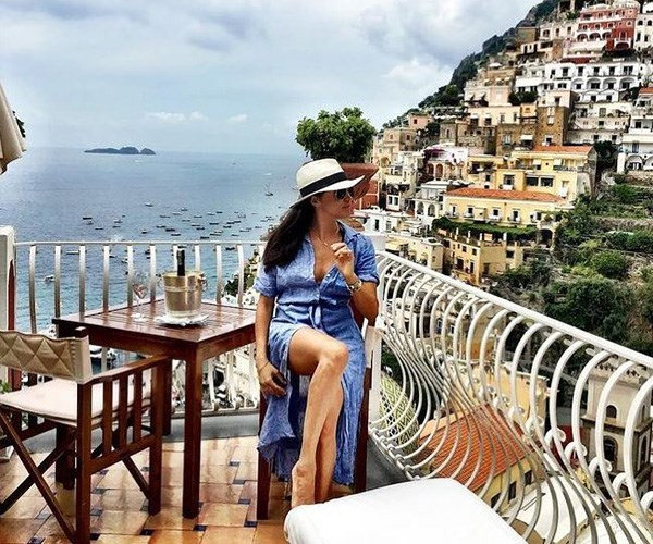Mediterranean Meghan soaks up the sun in Italy's Amalfi Coast.