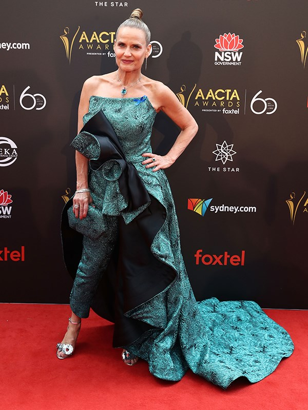 "[Newly-single Shaynna Blaze's](https://www.nowtolove.com.au/reality-tv/the-block/the-block-shaynna-blaze-divorce-50682|target=""_blank"") teal jumpsuit has A LOT going on - from the oversized bow to the enormous train, *The Block* beauty almost needs an assistant to help her carry it on the red carpet! *(Image: Getty)*"