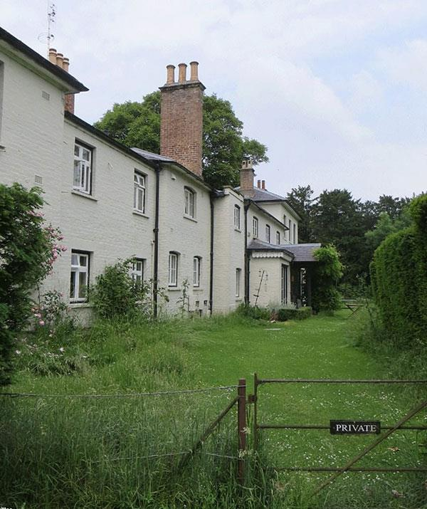 The 10-bedroom cottage, pictured, has undergone extensive renovations in preparation for Meghan and Harry's move. *(Image: Twitter)*