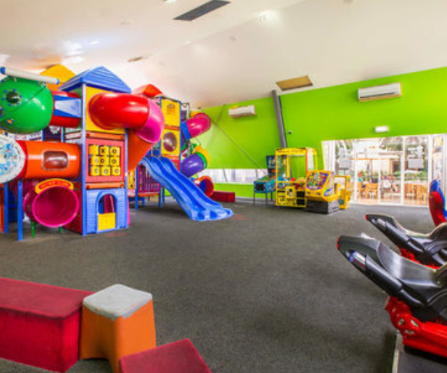 """**Chelsea Heights Hotel:** Fridays and Saturday are sorted, because at the Chelsea Heights Hotel, kids will be entertained from 6-8 while you are free to enjoy some time to yourselves. *Image: [Chelsea Heights Hotel](https://www.chelseaheightshotel.com.au/ 