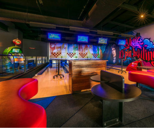 """**Matthew Flinders Hotel:** This place is set up for kids so well that you can even host a birthday party there! The video game arcade is a hit with older kids, and the indoor playground is great fun for the little ones. *Image: [Matthew Flinders Hotel](https://www.matthewflindershotel.com.au/