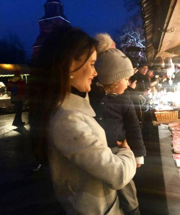 Princess Sofia of Sweden shows off the beautiful Christmas markets in Stockholm to her adorable son, Prince Alexander. *(Image @prinsparet Instagram)*