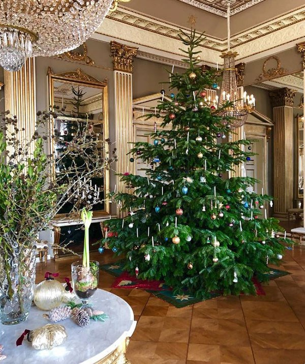 Crown Princess Mary and Crown Prince Frederik's Christmas tree is the stuff of dreams! *(Image: @detdanskekongehus Instagram)*