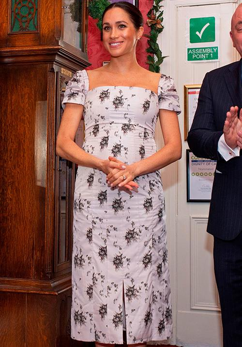 The gorgeous frock, which featured ruched sleeves and a split on the leg perfectly complemented (and emphasised!) her growing tummy. *(Image: Getty Images)*