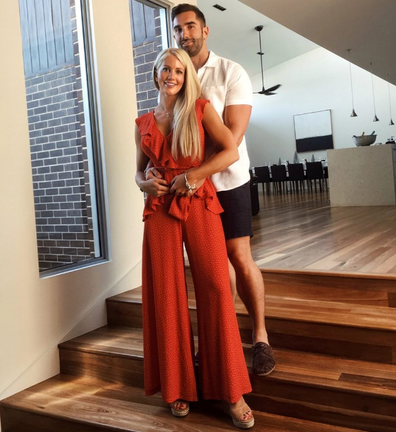 We didn't think these two could be any more loved up but Ali Oetjen and Taite Radley looked very cosy during their first Christmas together. *(Image: Instagram @alioetjen)*