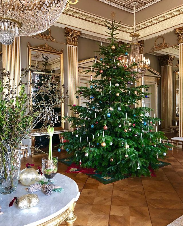 This stunning shot taken by Crown Princess Mary of their Christmas tree is all kinds of festive. *(Image: Instagram / @detdanskekongehus)*